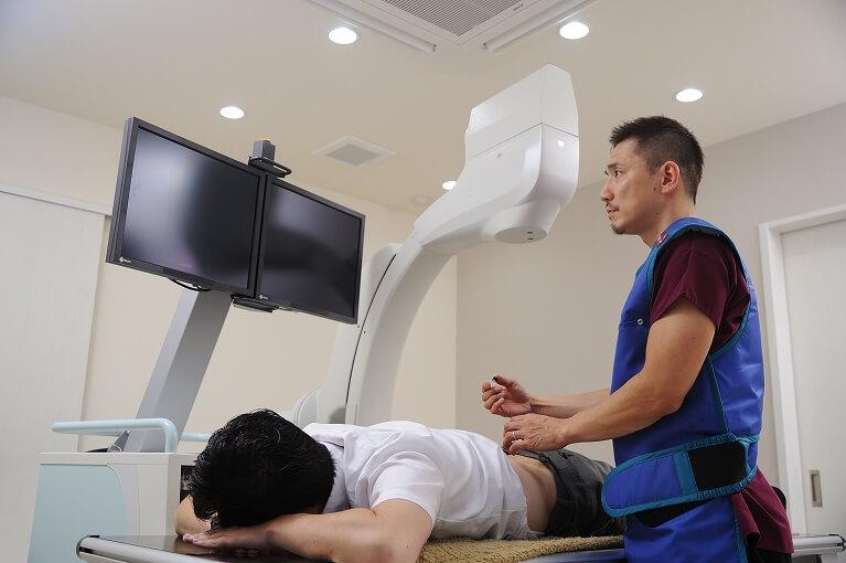 X線透視下で行う手法